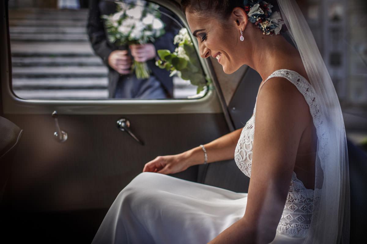 Fotógrafos Torrelavega Novia en el coche de la boda